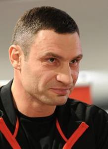 Ukraine.-D-une-arene-a-l-autre-le-combat-de-Vitali-Klitschko-continue-par-Sebastien-Gobert_medium_dossiers