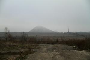 La plaine du Donbass, avec le terril d'une mine légale