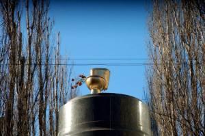 Des Toilettes en or qui remplacent Lénine. Photo: Taras Shumeyko, Kiev, Février 2013.