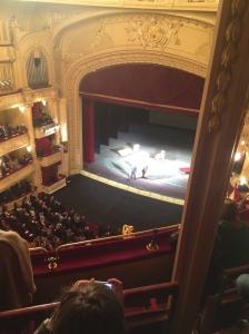 Petro Porochenko salue son ami français, à l'issue de la représentation à l'opéra de Kiev.