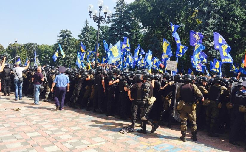 LLB: Heurts meurtriers aux abords du Parlementukrainien