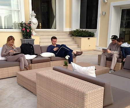 Serhiy Lyovochkine en famille, sur la terrasse du 56, boulevard Charles de Gaulle. Source: Instagram