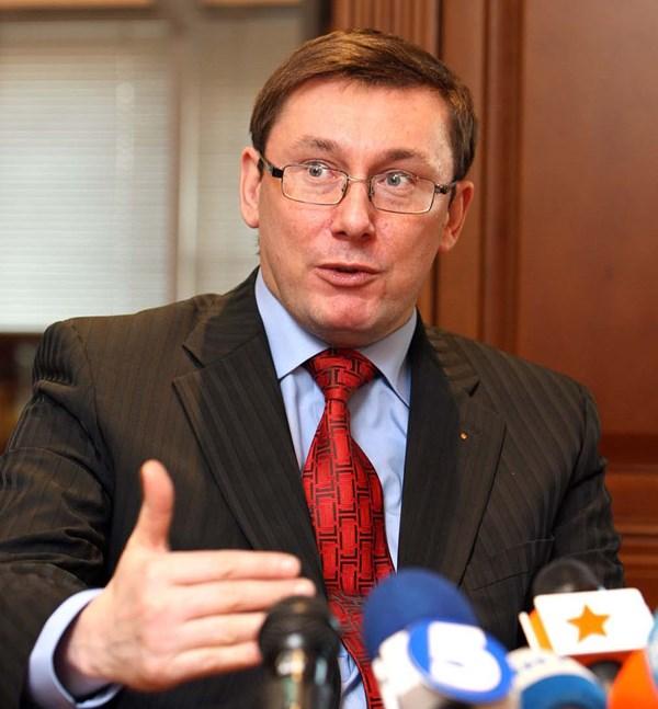 Politique Internationale: Interview avec IouriyLoutsenko