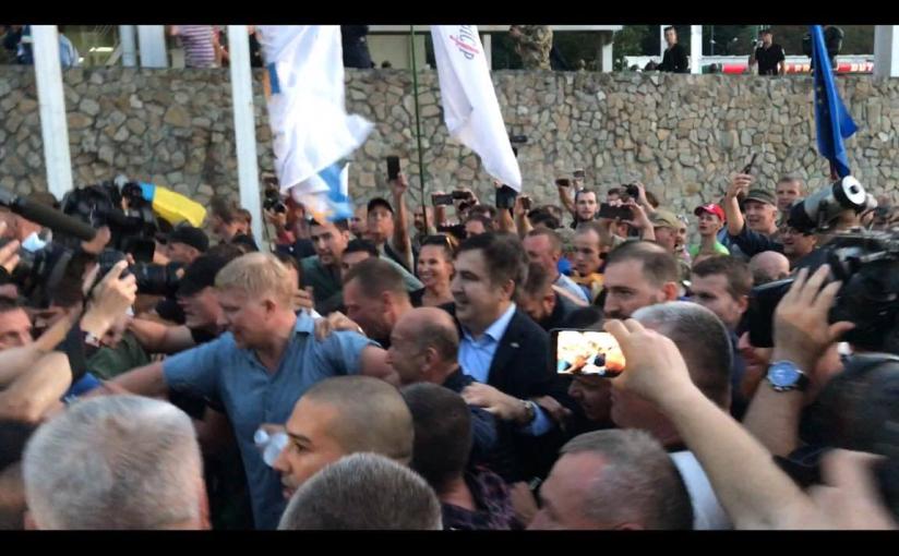 Libération: Mikhaïl Saakachvili force son entrée enUkraine